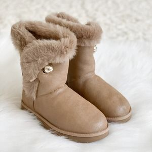 NWT UGG Classic Fluff Pin Boots Antique Pearl 6